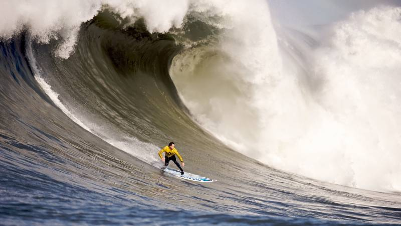 surfeur surfant vague geante hawai image hd ifefr