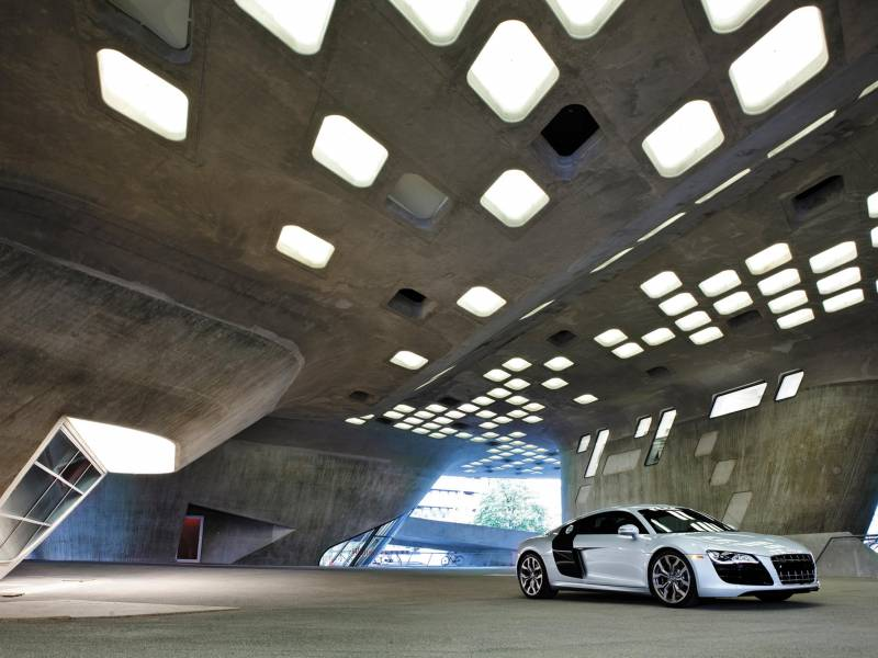 Fond écran Audi R8 blanche seule parking garage design lumieres